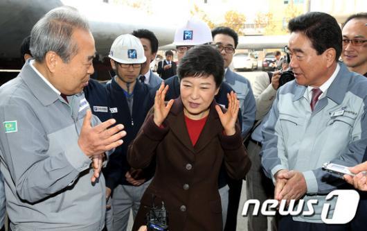 [사진]박근혜 후보, 조선업계 애로사항 경청