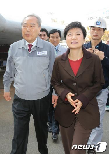 [사진]조선업체 둘러보는 박근혜 후보
