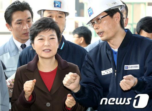 [사진]박근혜 후보,'방향을 잘 잡아야'