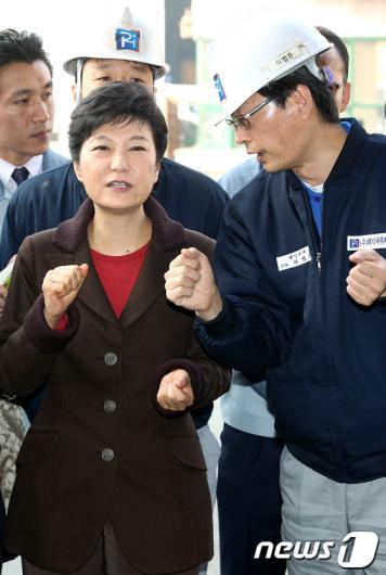 [사진]박근혜 후보, '방향을 잘 잡아야'
