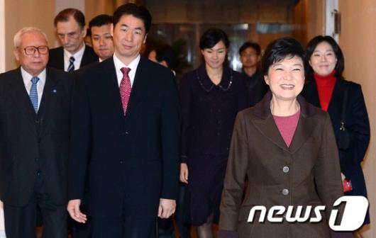 [사진]박근혜 후보, 동북아 안보 심포지엄 참석