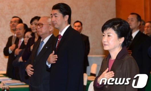 [사진]박근혜 후보, '동북아 안보심포지엄 참석'