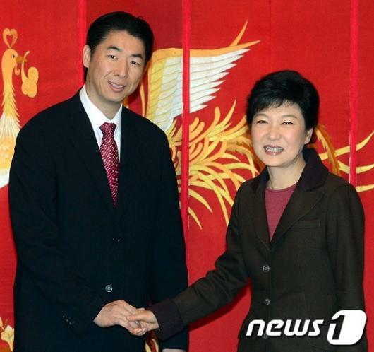 [사진]통일그룹회장 만난 박근혜 후보