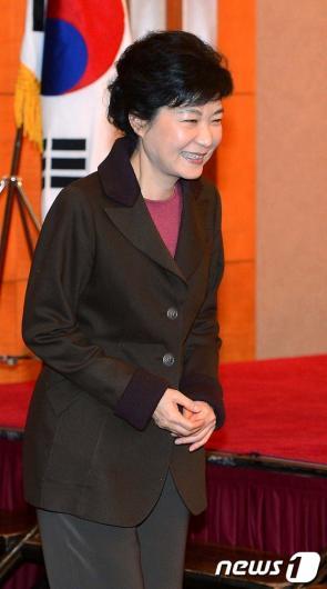 [사진]'동북아 안보심포지엄' 참석한 박근혜 후보