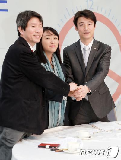 [사진]문재인-안철수, '투표시간 연장 공동 캠페인' 합의