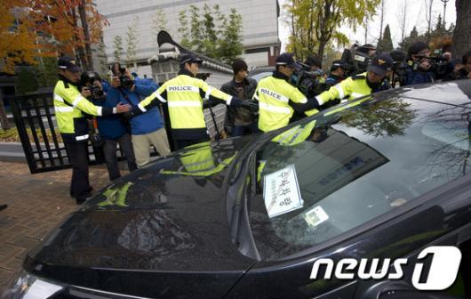 [사진]청와대 경호처 압수수색 들어가는 특검팀