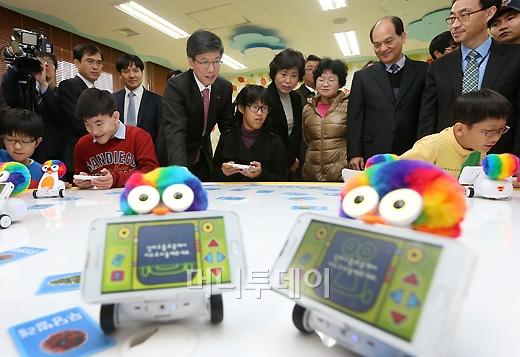 [사진]SK텔레콤, '스마트로봇으로 장애학생들에게 희망을'