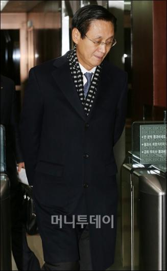 [사진]KB금융, ING 생명 인수 불발...굳은 표정의 민병덕 행장