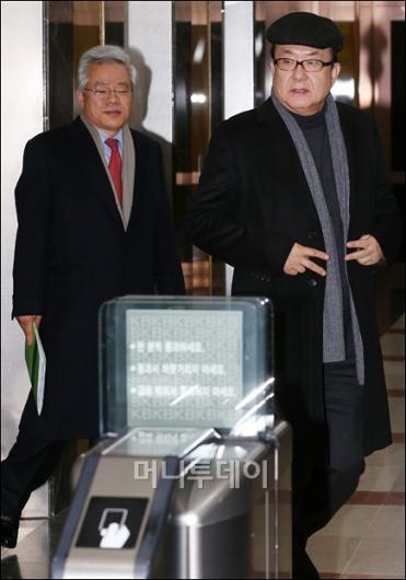 [사진]KB금융, ING생명 인수 무산...귀가하는 사외이사들