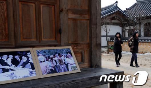[사진]고 육영수 여사 생가 둘러보는 관람객들