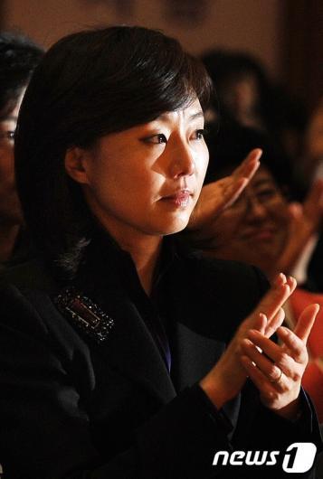 [사진]감동의 눈물 흘리는 조윤선 장관 후보자