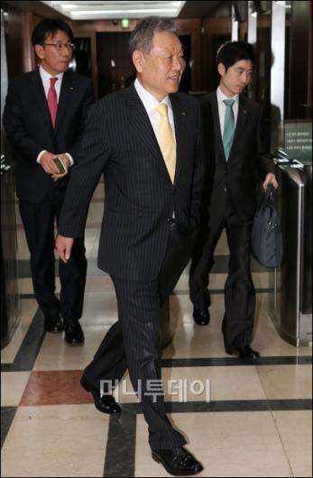 [사진]이사회 마친 어윤대 KB금융지주 회장