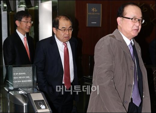 [사진]이사회 마친 KB금융지주 사외이사들