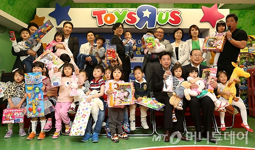 [사진]롯데마트, '토이저러스와 함께하는 기부 캠페인'