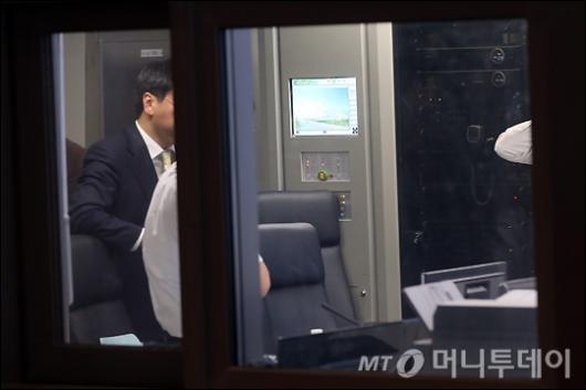 [사진]CJ경영연구소 CCTV 확인하는 검찰