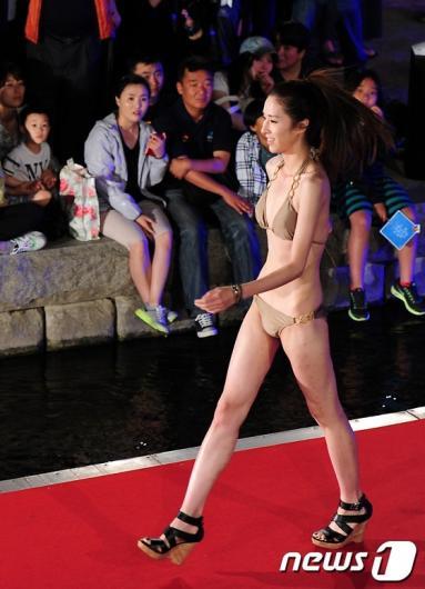[사진]청계천 비키니 패션쇼