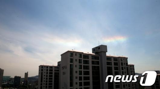 """[사진]황홀한 기상현상 """"무지개 구름"""""""