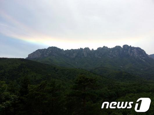 [사진]울산바위에서 무지개 섬광이(?)