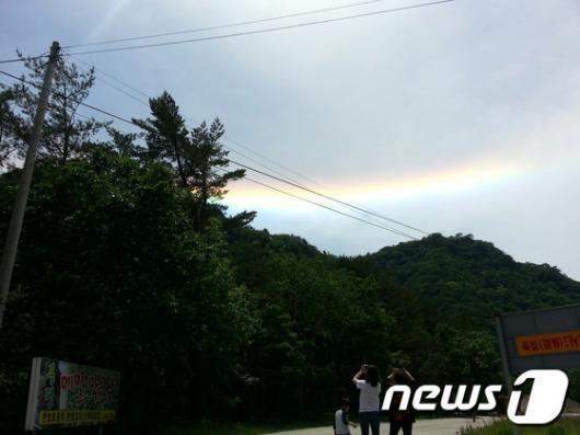 """[사진]강원도 하늘에 나타난 """"무지개 구름"""""""