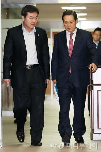 [사진]공적자금관리위원회 회의 참석하는 신제윤-남상구 공동위원장
