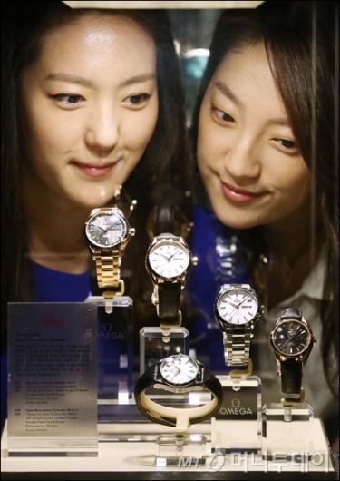 [사진]코-액시얼 무브먼트 탑재된 오메가 시계