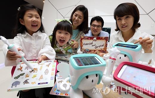 [사진]SK텔레콤, 어린이를 위한 스마트 교육 로봇 '아띠' 출시