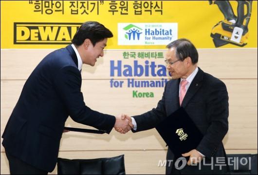 [사진]디월트, 한국해비타트 '희망의 집짓기' 후원
