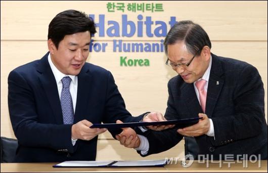 [사진]디월트-한국해비타트, '희망의 집짓기' 후원 협약