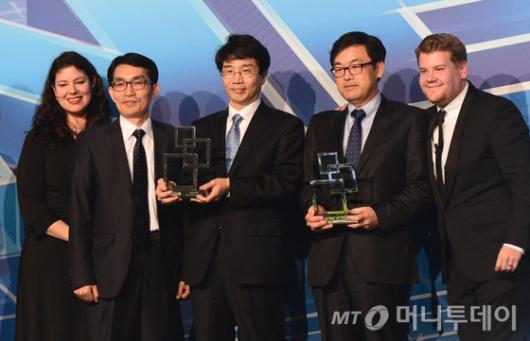 [사진]SK텔레콤-KT, GMA 최고의 LTE 공헌상 수상