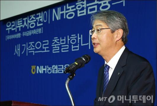 [사진]합병 계획 밝히는 임종룡 NH농협금융지주 회장