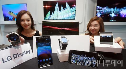 [사진]LG디스플레이, 'OLED 제품 선보여'