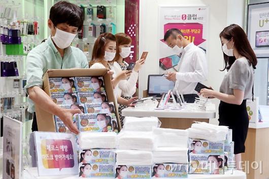 [사진]LG유플러스, 메르스 예방 마스크 무료 증정