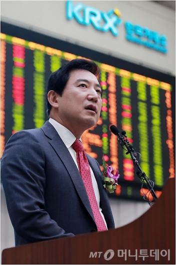 [사진]최규남 대표, 'LCC 첫 상장'