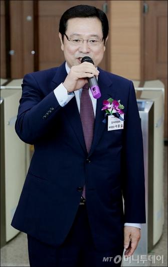[사진]신세계그룹 채용박람회 참석한 이용섭 부위원장