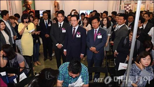 [사진]채용박람회 참석한 정용진 부회장-이용섭 부위원장