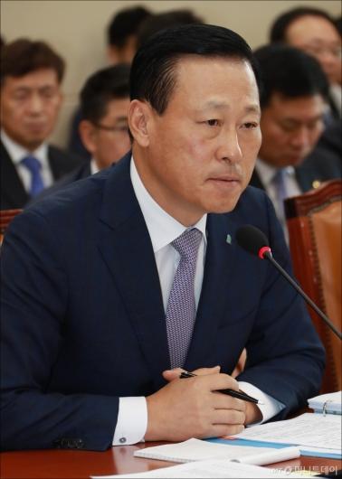 [사진]답변하는 김도진 중소기업은행장