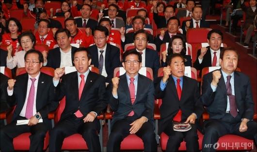 [사진]개헌 저지 구호 외치는 자유한국당