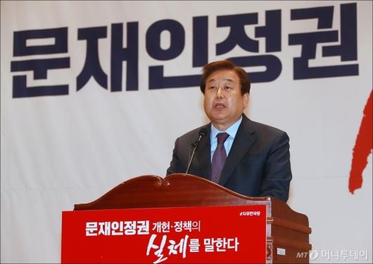 [사진]개헌 저지 강연회 모두발언하는 김무성 공동위원장