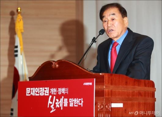 [사진]개헌 저지 강연회 모두발언하는 이재오 공동위원장