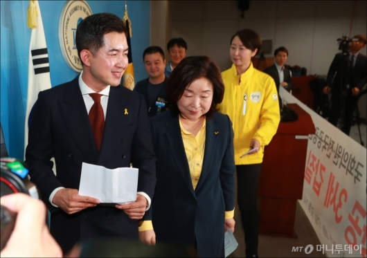 [사진]대한항공 3세 갑질 처벌 촉구 기자회견 마친 박창진 사무장