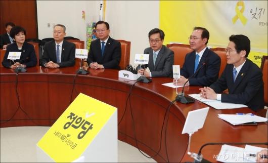 [사진]일자리 추경 설득, 정의당 방문한 관계부처 장관들