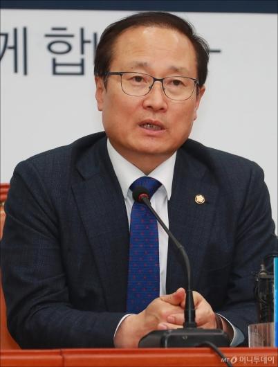 [사진]홍영표, 한국GM 임단협 잠정합의 기자회견