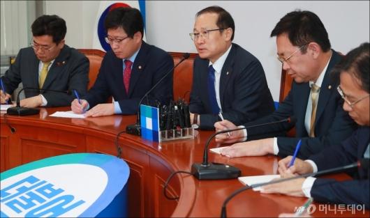 [사진]민주당 한국지엠 대책특위, 임단협 잠정합의 기자회견