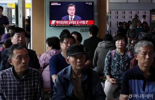 """[사진]文 대통령, """"북미정상회담 실무협상 곧 시작될 것"""""""