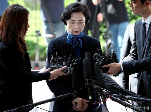 [사진]경찰 출석하는 이명희