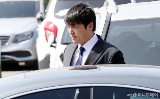 [사진]개인 차량으로 경찰 출석한 박동원