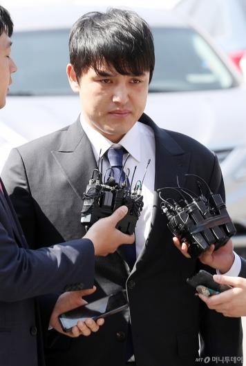[사진]성폭행 혐의 박동원, 굳게 다문 입