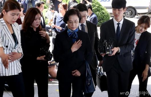 [사진]경찰 소환되는 이명희 이사장