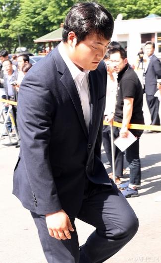 [사진]'성폭행 혐의' 조상우, 고개숙인 채 경찰 출석