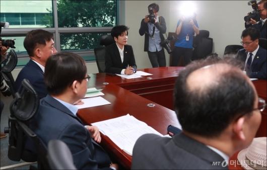 [사진]최저임금 관련 긴급현안 대책회의